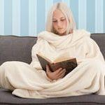 Decke mit Ärmeln für kalte Winterabende